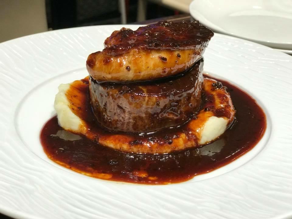 牛フィレ肉とフォアグラのロッシーニ。