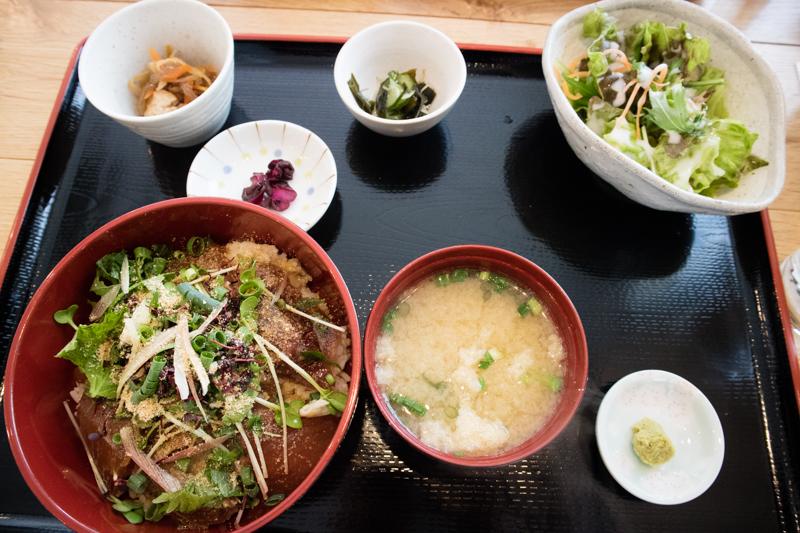 りゅうきゅう丼定食、お値段1,000円!