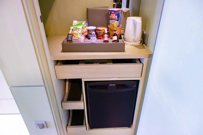 下段は冷蔵庫で、中には飲み物が入っています。