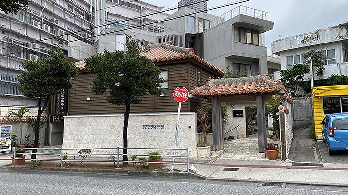 あれ、場所間違ったかな?と一瞬不安になるけど、ここが沖縄第一ホテル