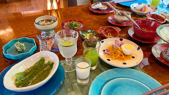 テーブルに用意されていた食事