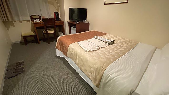 セミダブルのベッド1台