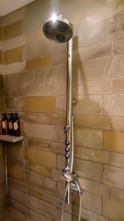 シャワーの全体像