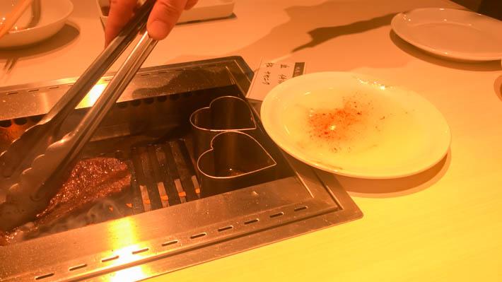 お皿にはニンニクとオイルが調合されたものが。