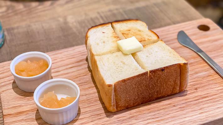 厚切りトーストと季節の自家製ジャム2種