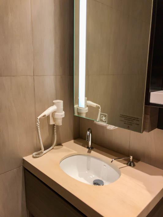 プラザプレミアムラウンジのシャワールーム