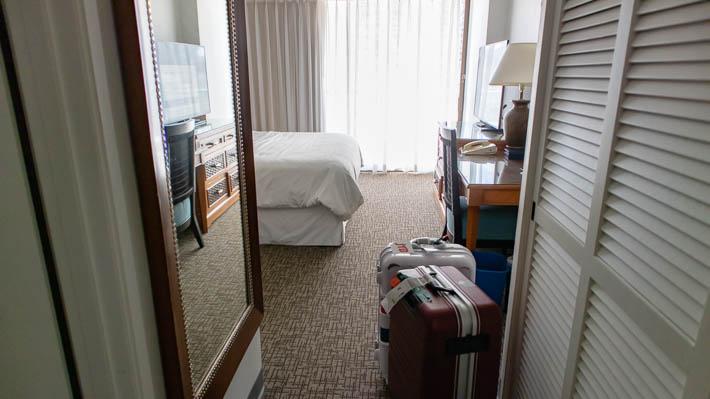 荷物はホテルのポーターが届けてくれてました
