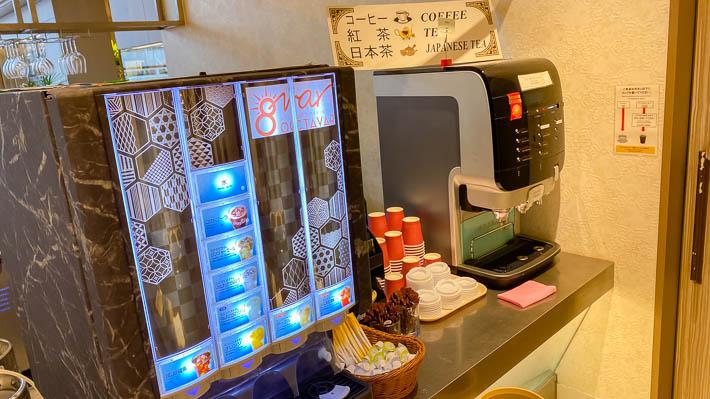 ソフトドリンクのほか、コーヒー、紅茶、日本茶