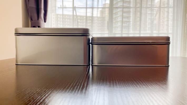 左が前回の缶、右が今回の缶